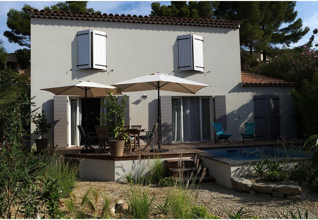 Terrasse bois et piscine semi enterrée - Architecte paysagiste concepteur Montpellier