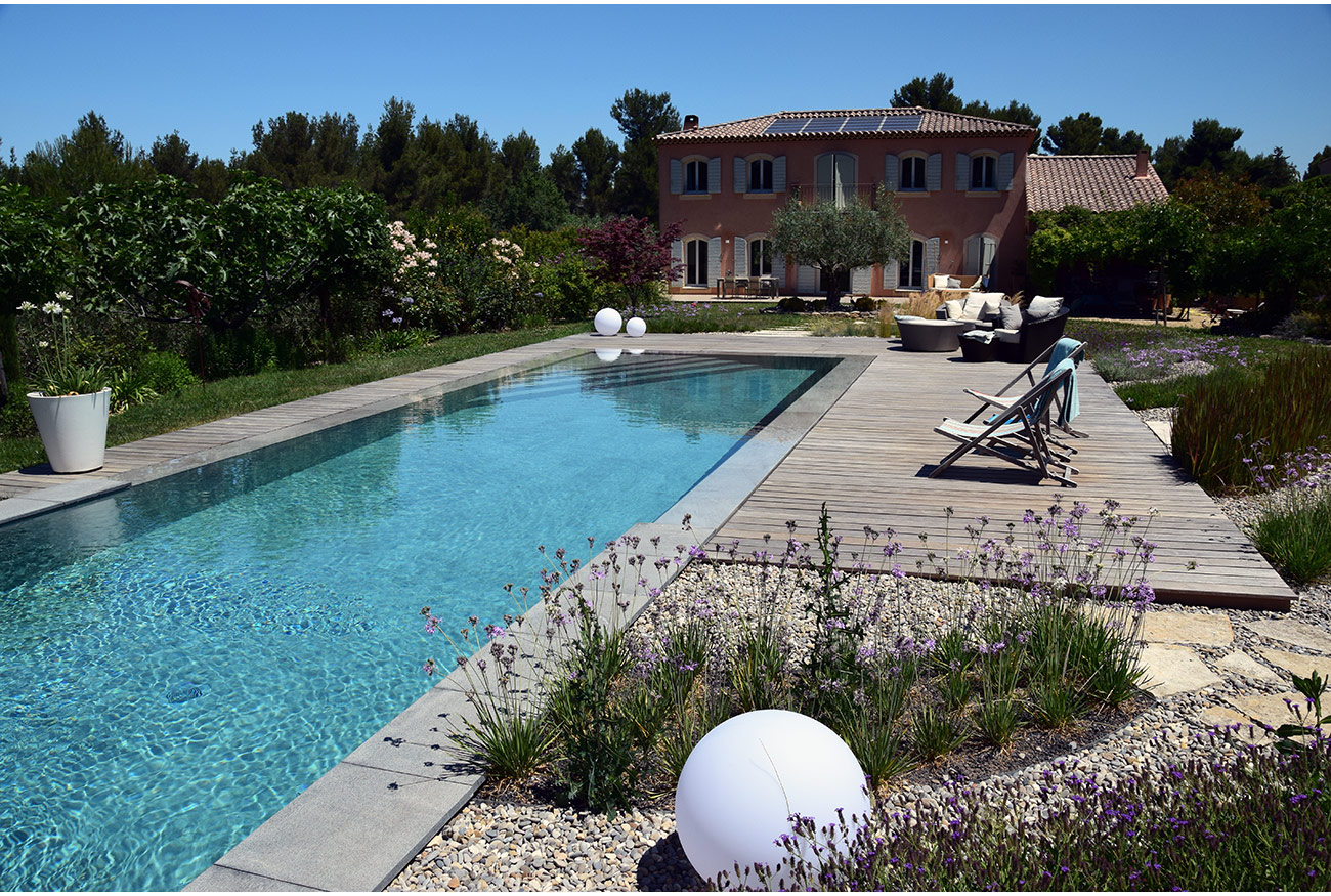 Atelier Naudier - Architecte paysagiste concepteur - Montpellier & Aix en Provence - Piscine contemporaine - AMBIANCE JARDIN DESIGN - aménagement jardin