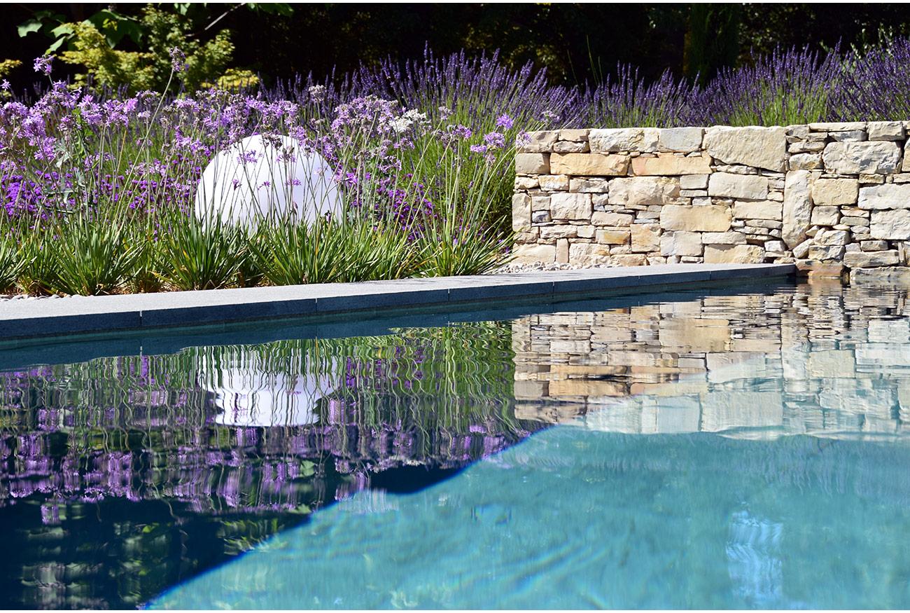 Atelier Naudier - Architecte paysagiste concepteur - Montpellier & Aix en Provence - Piscine contemporaine - MUR EN PIERRES - aménagement jardin