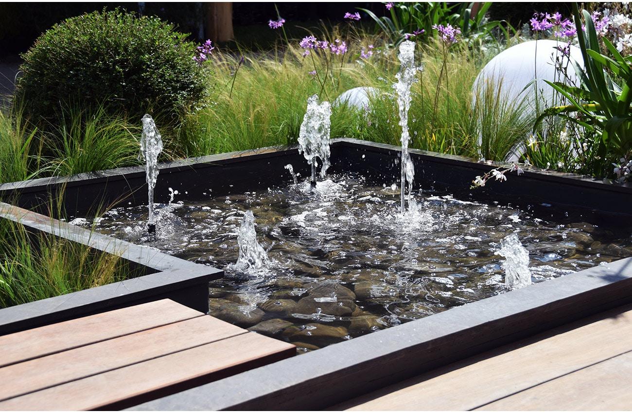 Jardin ph m re pour le salon vivre c t sud design et naturel - Terrasse bois et jardin zen aixen provence ...