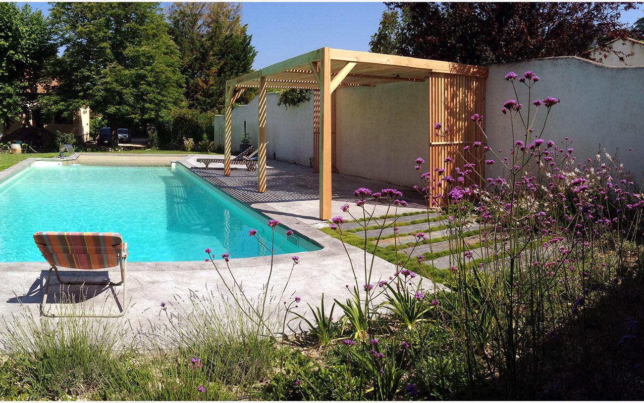 Pergola bois, jardin méditerrannéen et terrasse béton empreinte - Architecte paysagiste concepteur Montpellier