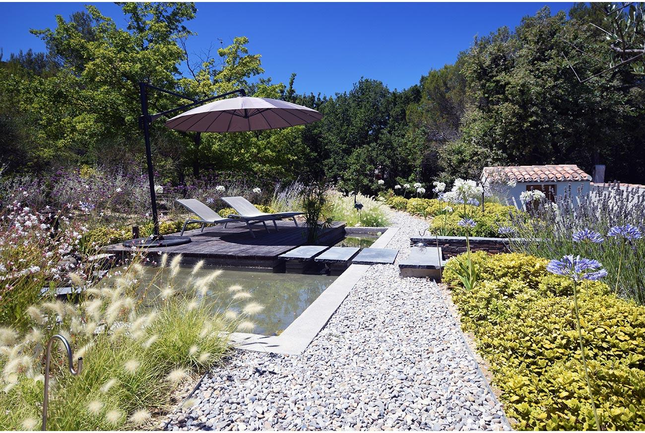 Bassin et terrasse bois - Jardin méditerrannéen - Architecte paysagiste concepteur Montpellier