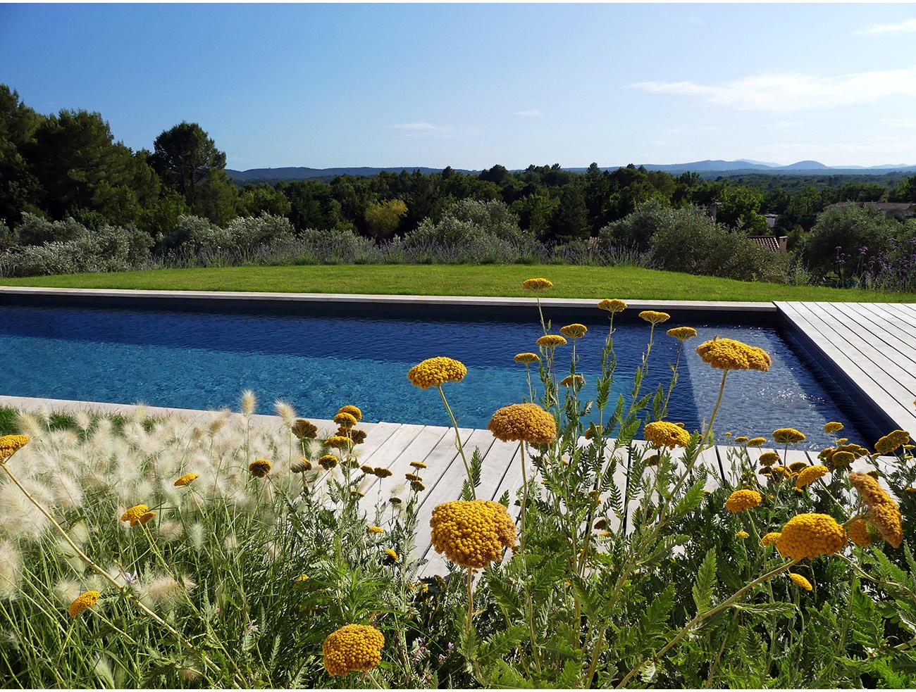 Atelier Naudier - Architecte paysagiste concepteur - Montpellier & Aix en Provence - Jardin et piscine avec vue
