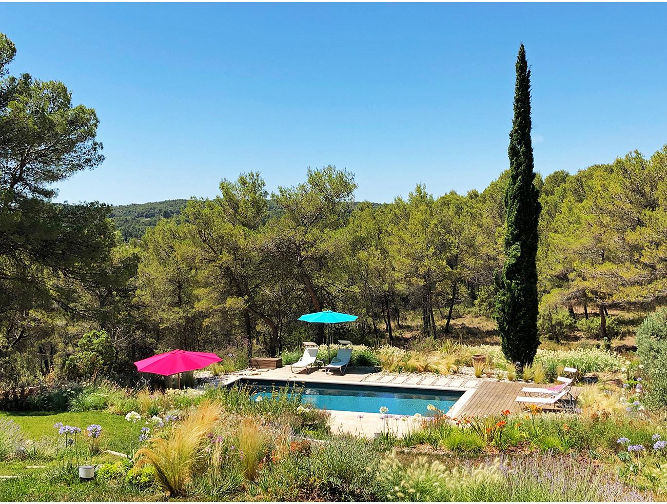 Atelier Naudier - Architecte paysagiste concepteur - Montpellier et Aix en Provence - Ambiance naturel de bords de piscine - aménagement jardin