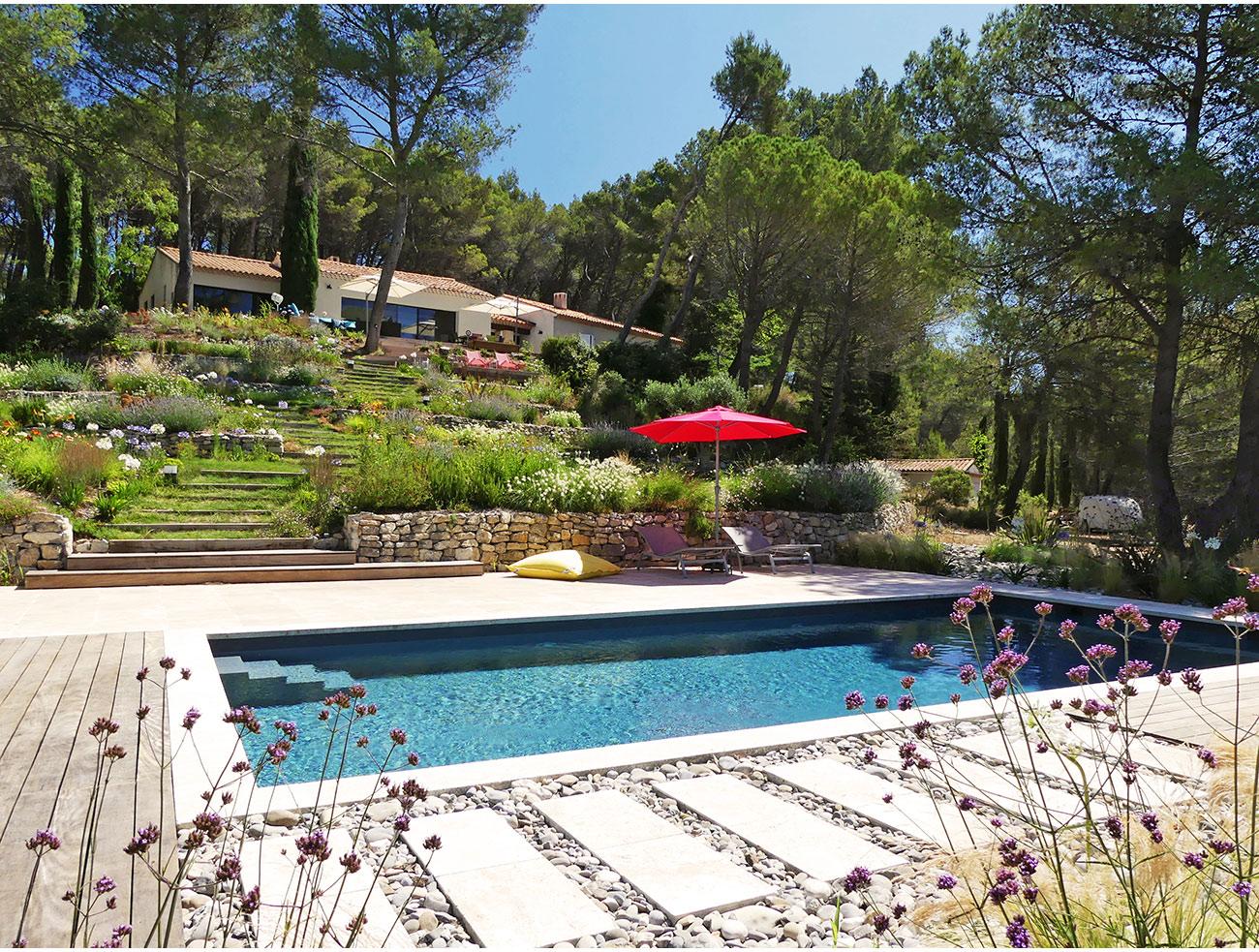 Atelier Naudier - Architecte paysagiste concepteur - Montpellier et Aix en Provence - Jardin en pente - Jardin de bords de piscine - aménagement jardin