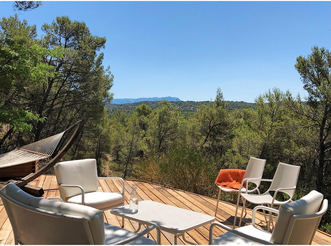 Atelier Naudier - Architecte paysagiste concepteur - Montpellier et Aix en Provence - Jardin terrasse bois avec vue Sainte Victoire - aménagement jardin